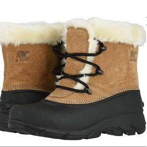 Sorel snow angel lace snow boots. 6.5